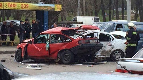 Фото з місця аварії у Дніпрі
