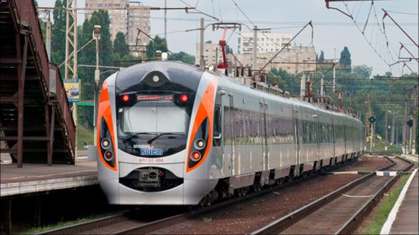 Додаткові поїзди на Великдень