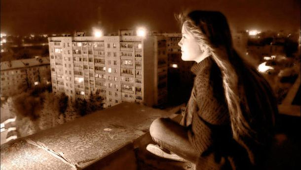 На Львовщине школьница упала с крыши