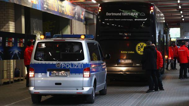 Полиция охраняет футболистов