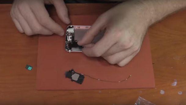 Американець зібрав iPhone 6, купивши усі деталі на блошиному ринку: відео