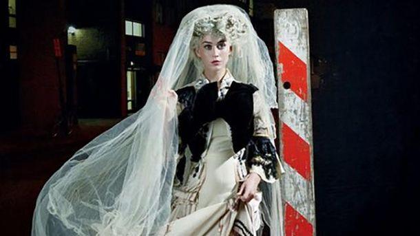 Кэти Перри в образе невесты