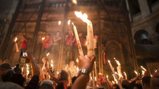 Благодатный огонь сошел в Иерусалиме: появились первые впечатляющие кадры