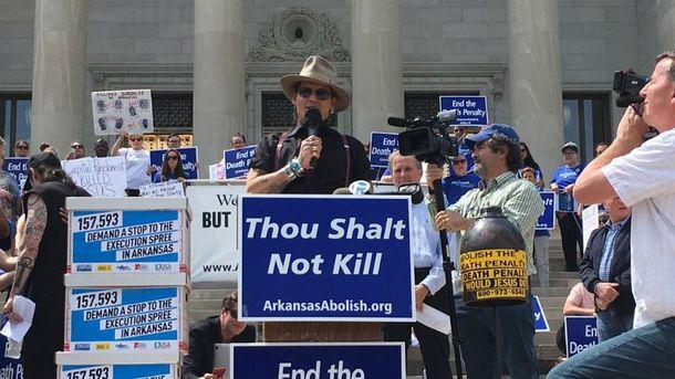 Джонни Депп выступил на митинге против смертной казни