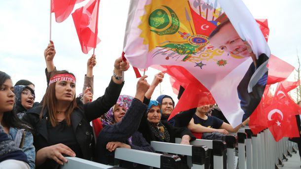 У Туреччині Ердогана підтримує чимало людей