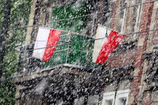 Польщу засипало снігом