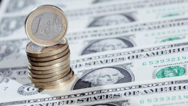 Долар і євро синхронно дорожчають