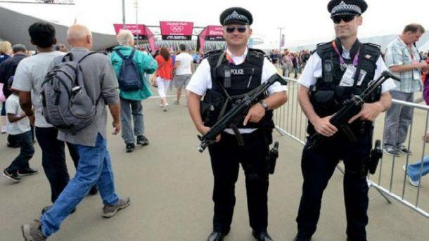 Британским полицейским разрешили стрелять в водителей