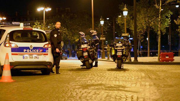 Французские полицейские на месте преступления в Париже