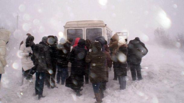 Майже сто водіїв стали заручниками негоди на Одещині