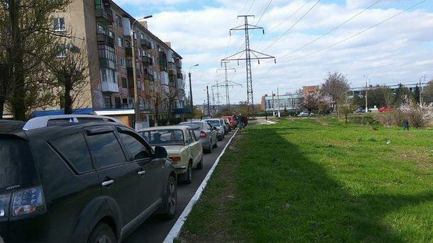 В Алчевську довжелезні черги за бензином
