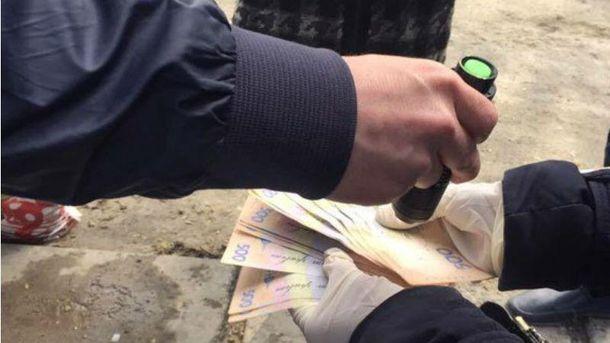 У Львові затримали податківця