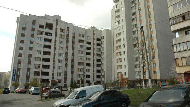 У Києві в одній з багатоповерхівок стався вибух