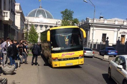 Провал асфальту у Києві