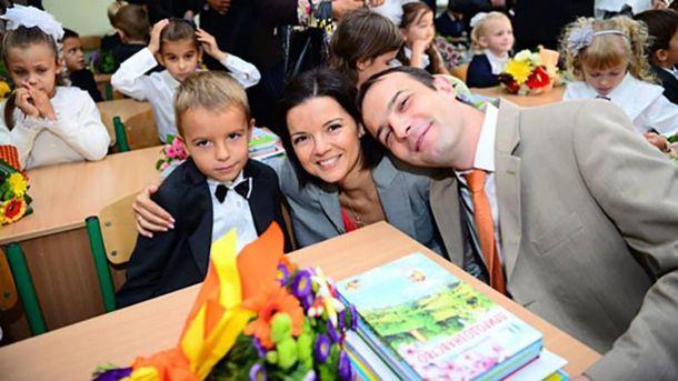 Малый Михаил Соболев вместе с папой Егором и мамой Марией Падалко