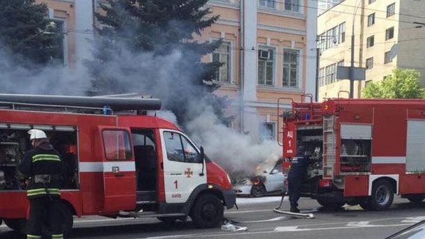 На место инцидента в Киеве мгновенно прибыли пожарные