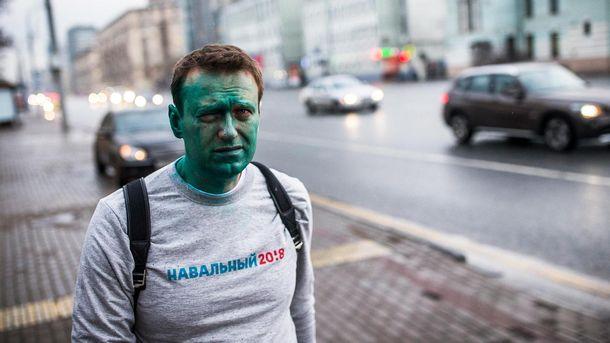 Алексей Навальный после того, как ему в лицо брызнули зеленкой