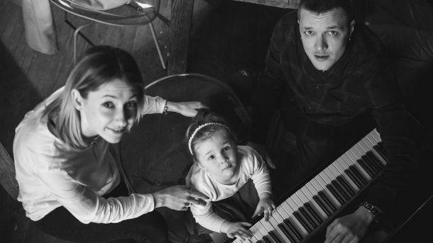 Женя Галич із дружиною та донькою