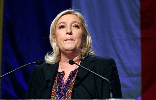 Марін Ле Пен зазнала яєчної атаки від розгніваних французів