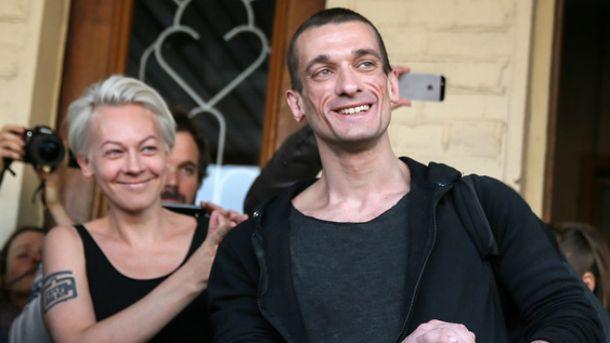 Павленський з сім'єю отримав політичний притулок у Франції