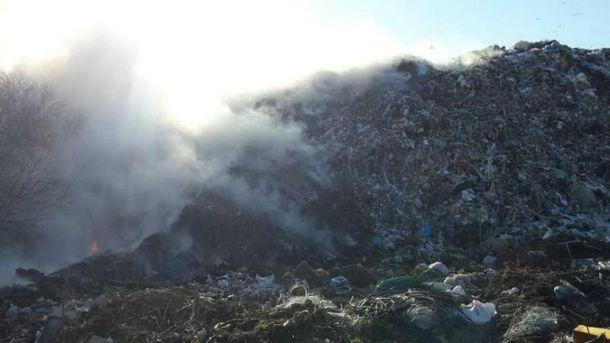 Під Харковом пожежа на сміттєзвалищі