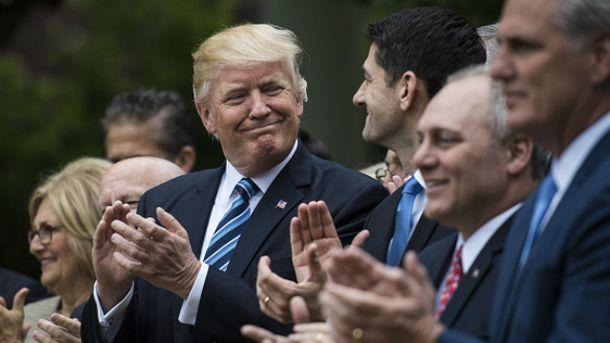 Ведущие американские телеканалы не захотели показывать ролик об успехах Трампа