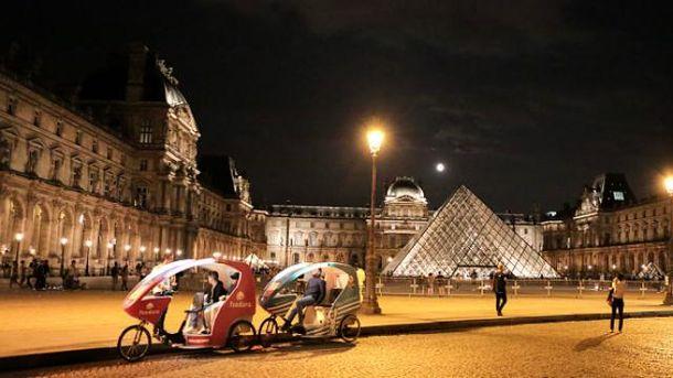 Эмманюэль Макрон планирует праздновать победу на выборах перед Лувром