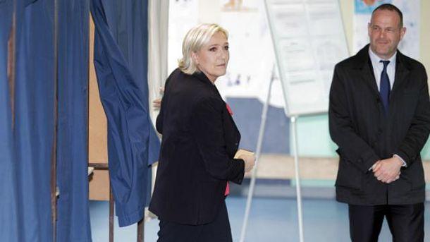 Журналісти не хочуть ввечері йти до Ле Пен