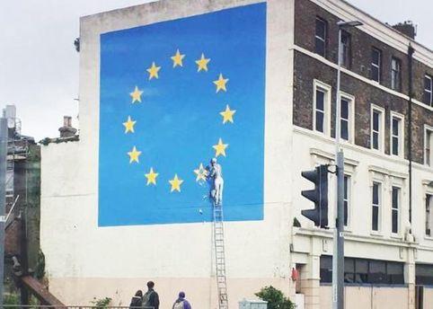 Бэнкси создал мурал о выходе Британии из ЕС