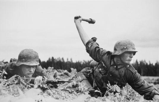 Солдаты Вермахта в бою