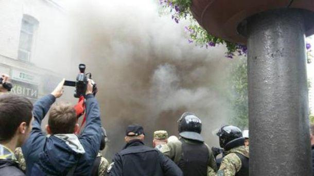 Возле штаба ОУН в Киеве сейчас горячо