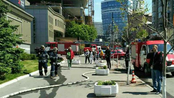 Фото з місця пожежі в центрі Києва