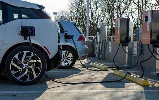 Как зарядить электромобиль?