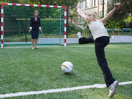 Марина Порошенко стоїть на воротах
