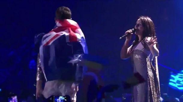 Під час виступу Джамали у фіналі Євробачення-2017 Седюк вийшов на сцену і зняв штани