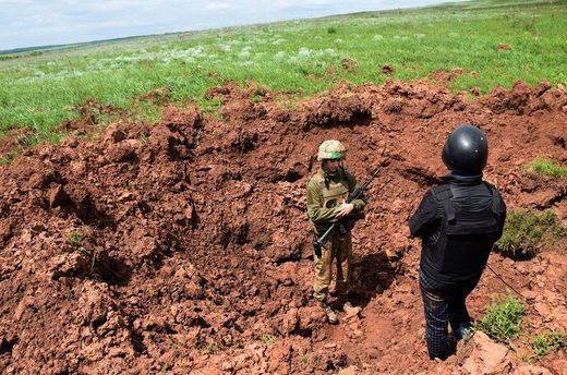 Новітні боєприпаси бойовиків залишили вирву глибиною у 5 метрів