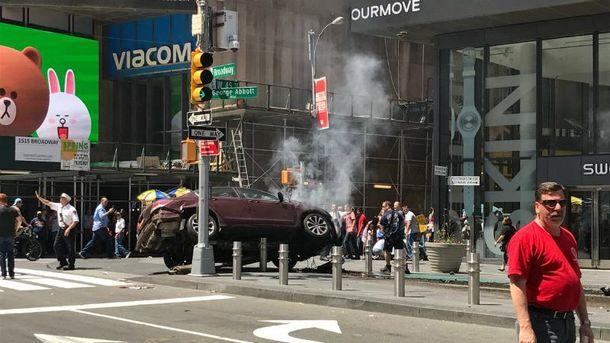 Автомобіль врізався у людей у Нью-Йорку: з'явились моторошні фото