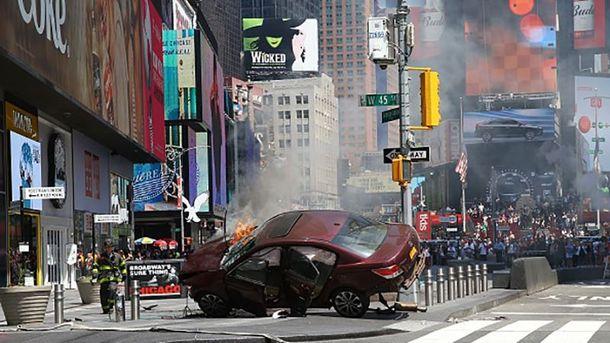 Машина врезалась в толпу в Нью-Йорке