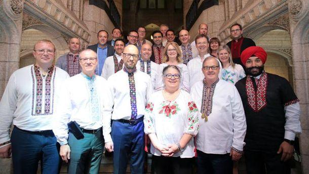 Канадські депутати і міністри прийшли на роботу у вишиванках