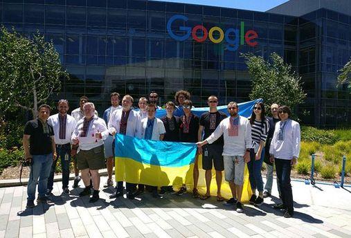 Работники Google одели вышиванки