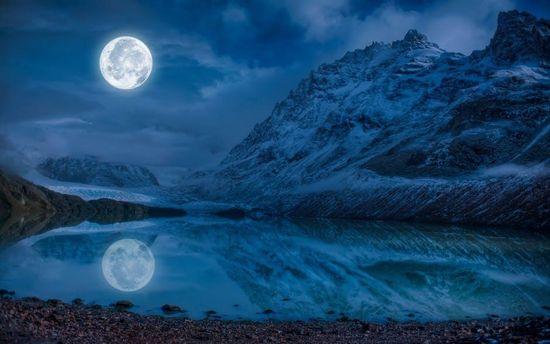 В ядрі Місяця може бути вода