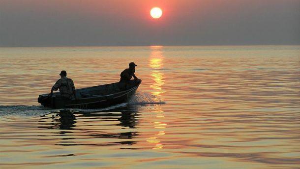 Човен з рибалками перекинувся на Херсонщині