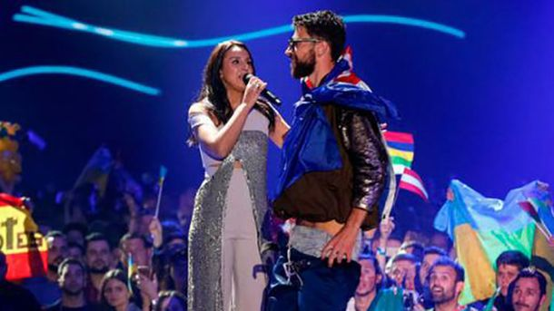 Під час виступу Джамали на Євробаченні-2017 пранкер Віталій Седюк показав голі сідниці