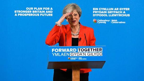Тереза Мэй остановила предвыборную кампанию из-за теракта в Манчестере
