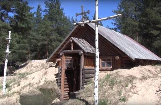 Українські військові самотужки збудували каплицю в зоні АТО