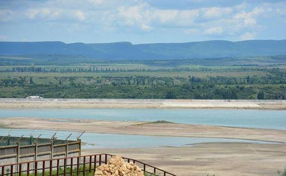 Постоянно мелкое Белогорское водохранилище теперь наполнилось до предела