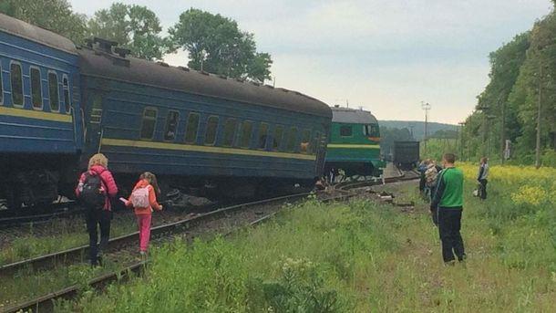Резонансна аварія вантажного та пасажирського потягів на Хмельниччині