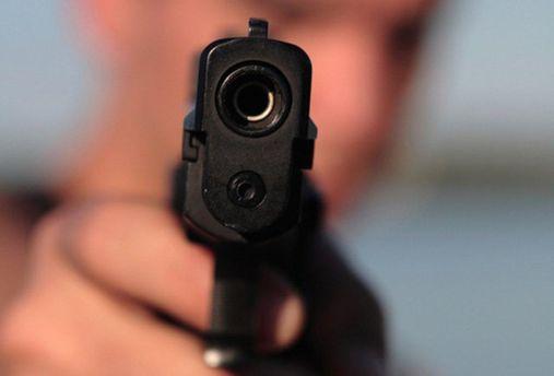 Невідомий розстріляв людину у Києві