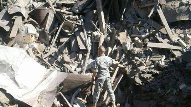 Снаряд потрапив у будівлю в Красногорівці