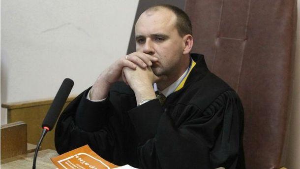 Судья Александр Бобровник во время рассмотрения дела